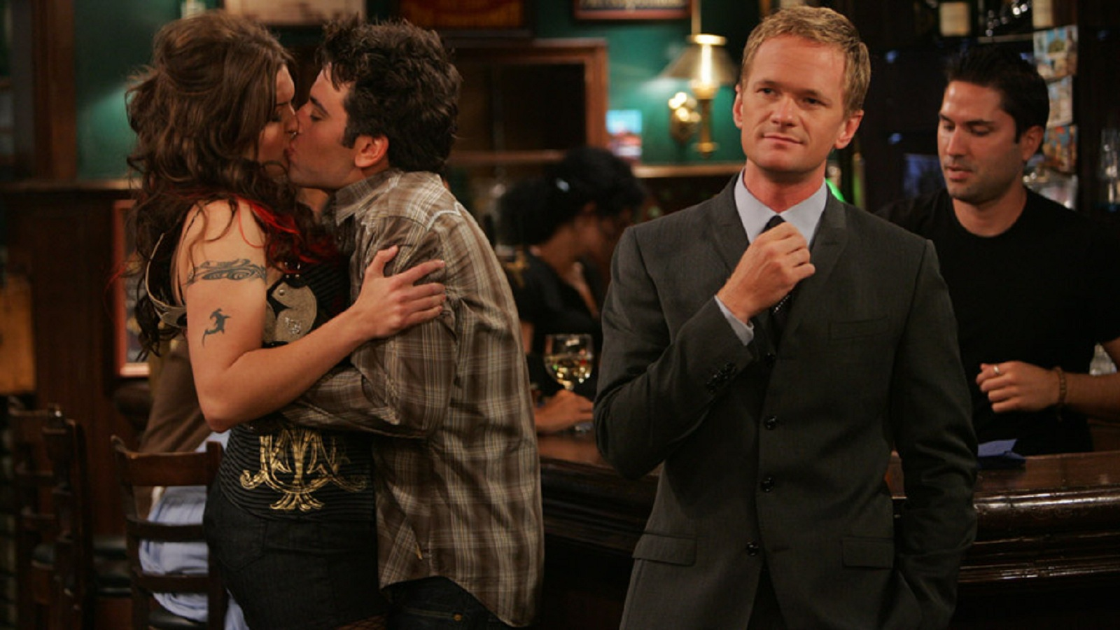 How to pick up hot chicks? 8 Tips from Barney's 'The Playbook'